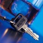 Cómo abrir un auto cuando las llaves se quedaron dentro