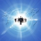 ¿Cuáles son algunos de los desafíos que plantea la globalización y la comunicación organizacional?