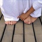 Piel agrietada y seca alrededor de los dedos de los pies