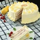 ¿Se pueden reemplazar los huevos enteros por las claras del huevo al cocinar un pastel?