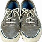 Cómo arreglar la suela de unas zapatillas con pegamento caliente