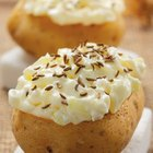 The Calories in Jacket Potatoes With Cottage Cheese
