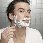 ¿Cómo puede evitar un hombre la piel seca y con picazón después de afeitar su cara?