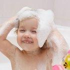 Cómo deshacerte de las pulgas en el cabello de tu hijo