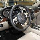 Cómo reiniciar una luz de servicio en un Jeep Grand Cherokee Laredo 2006