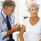 ¿Qué provoca niveles elevados de calcio en sangre en mujeres menopáusicas?