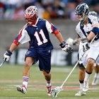 Cómo atrapar una pelota baja en lacrosse
