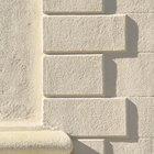 Cómo hacer moldes de concreto usando elementos de plástico