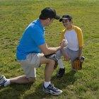 Cómo hacerle lanzamientos de entrenamiento a un niño de 10 años