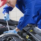 What Kind of Clothing Should a Mechanic Wear?