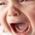 Agua y jarabe de maíz para ayudar a los bebés con el estreñimiento