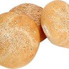 ¿Cuántas calorías hay en un bollo grande de pan blanco?