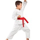 Cómo hacer un uniforme de karate