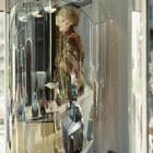 Cómo hacer un maniquí en miniatura para un exhibidor de joyas
