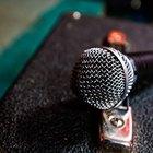 Cómo amplificar la voz a través de un amplificador de guitarra