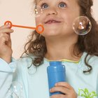 Cómo preparar una solución para hacer burbujas