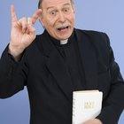 Cómo crear un disfraz de sacerdote