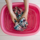 Cómo lavar a mano camisas de hombre