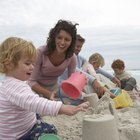¿Es peligroso que un niño pequeño coma arena?