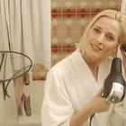 Cómo alisar tu cabello con un secador y un cepillo redondo