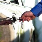 ¿Cómo hace el cerrajero para abrir un auto?