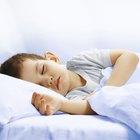 Niños saludables y bocadillos a medianoche