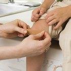 ¿Qué causa las porciones ásperas en las rodillas?