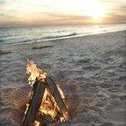 Cómo comenzar una fogata en la playa