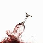 Cómo quitar las manchas de vino de una camisa usando bicarbonato de sodio