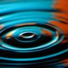 ¿Cómo rompe el detergente la tensión de una superficie?