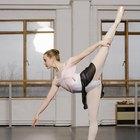 La manera más fácil de levantar tu pierna hasta tu cabeza en el ballet
