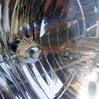 Cómo instalar luces halógenas en un vehículo