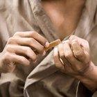 Cómo curar la piel rasgada de los dedos