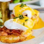How to Make Eggs Benedict With Different Sauces