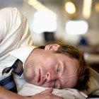 ¿La falta de sueño puede hacer que tus piernas se sientan débiles?