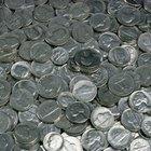 ¿Qué metales se usan para las monedas de cinco y diez centavos?