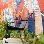 Cómo usar pintura artística acrílica en murales de exterior