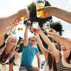 ¿Cuántas calorías contiene 1 gramo de alcohol?