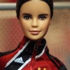 Cómo hacer que el cabello de una muñeca Barbie luzca bonito