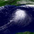 ¿Qué causa un ciclón tropical?