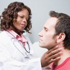 ¿Qué causa la acumulación de mucosidad en la garganta?