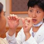 Cómo curar las heridas de las encías provocadas por el hilo dental