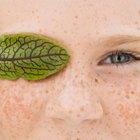Cómo prevenir los ojos hinchados y las arrugas