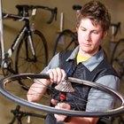 Cómo eliminar tambaleos en las ruedas de una bicicleta
