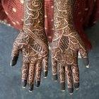 How to Enhance Henna Coloring