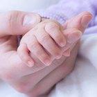 Cómo sacar la tierra debajo de las uñas de un recién nacido