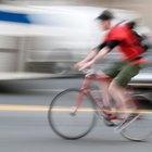 ¿Qué causa el dolor de rodilla por el exterior de la pierna al hacer ciclismo y caminar?