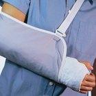 Cómo dormir con un cabestrillo médico para el hombro