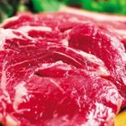 What Causes Raw Steaks to Lose Red Color?