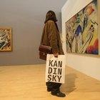 ¿Qué materiales utilizaba Wassily Kandinsky para sus pinturas?